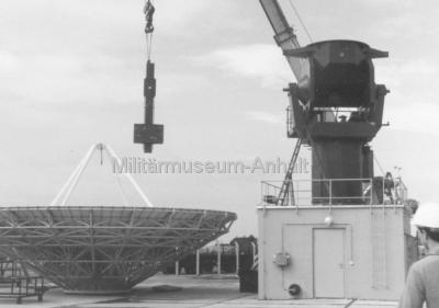 <p>Montage der RA-28-Anlage (10m-Parabolspiegel) zur Sat-Aufklärung.</p>