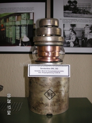 <p>Sonderausstellung Herbst 2008</p><p>Senderöhre SRL353 (max. Leistung 10000W) Einsatz erfolgte in der Endstufe des Kurzwellensenders KN5-E (Funkwerk Köpenick)</p>
