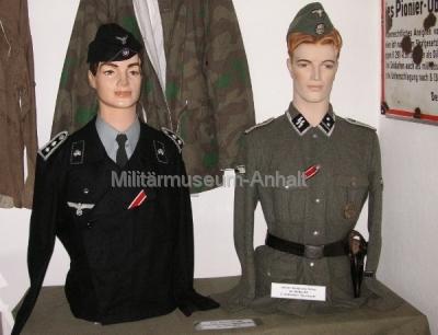 <p>Uniformen aus der Zeit 1933 - 1945</p> <p>Uniformen der Panzertruppe und Waffen-SS</p>