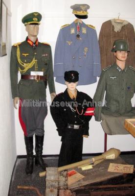 <p>Deutsche Uniformen aus der Zeit 1933 - 1945.</p>