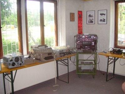 <p>Sonderausstellung Frühjahr 2008</p><p>Funkaufklärungstechnik:</p><p>Empfänger R-313, Fernschreibmaschine T-100, legendärer sowj. Kurzwellenempfänger R-250 mit Funkfernschreibdemodulator</p>