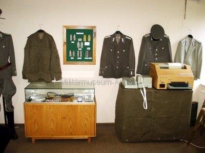 <p>Sonderausstellung Herbst 2007</p><p>Uniformen und Effekten der NVA</p><p>Fernschreibmaschine T51 mit Lochstreifensender und Fernschaltgerät</p>