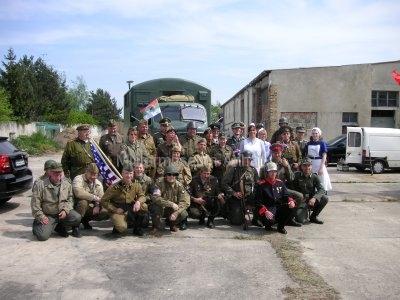 <p>Teilnahme am Umzug Flämingfest in Coswig 2009 - Darstellung der Militärgeschichte in Anhalt</p><p>Gruppenfoto der militärischen Darsteller</p>