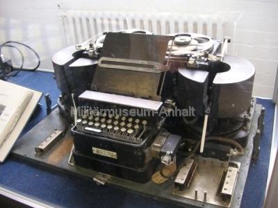 <p>National Codes Centre - Type X (britische Chiffriermaschine) mit Modifizierung zum Entschlüsseln der Enigma-Sprüche</p>