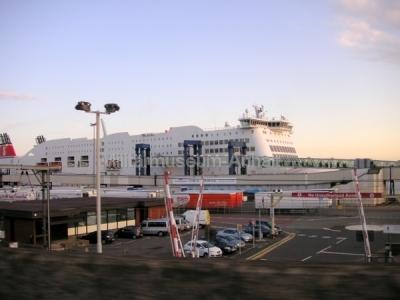 <p>Nach einer recht langen Autofahrt bestiegen wir in Hook of Holland (Rotterdam) die Fähre nach Harwich. Die Fahrt über den Kanal dauerte 7 Stunden.</p>