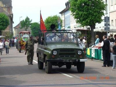 <p>Teilnahme am Umzug Flämingfest in Coswig 2009 - Darstellung der Militärgeschichte in Anhalt</p><p>sowj. Geländewagen UAZ-469</p>