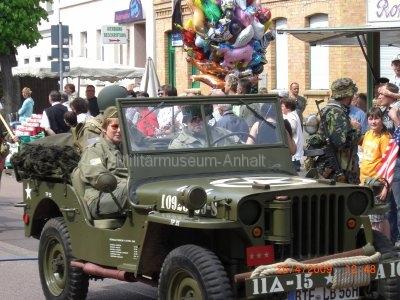 <p>Teilnahme am Umzug Flämingfest in Coswig 2009 - Darstellung der Militärgeschichte in Anhalt</p><p>Jeep der US-Armee</p>