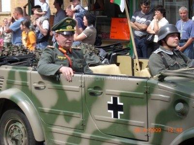 <p>Teilnahme am Umzug Flämingfest in Coswig 2009 - Darstellung der Militärgeschichte in Anhalt</p><p>Darstellung General Wenck</p>