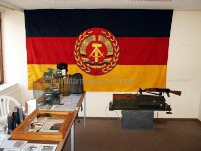 <p>1. Sonderausstellung 2006</p><p>Dienstflagge, Zielgerät, Fahrzeugmodelle und Dokumente</p>