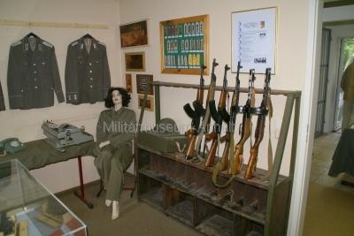 <p>Sonderausstellung Frühjahr 2009 - Die Bundeswehr in Dessau und Roßlau</p><p>Uniformen, Effekten und Bewaffnung NVA-Soldaten</p>