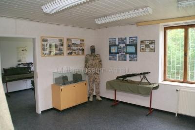 <p>Sonderausstellung Frühjahr 2009 - Die Bundeswehr in Dessau und Roßlau</p><p>Ausrüstung und Bewaffnung</p>