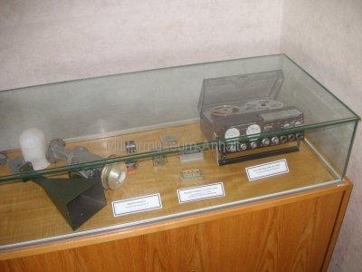 <p>Sonderausstellung Frühjahr 2008</p><p>Hornstrahler, LNB und Antennenverstärker aus Richtfunk-und Satellitenaufklärung,</p><p>UHER-Tonbandgerät 4400 REPORT MONITOR</p>