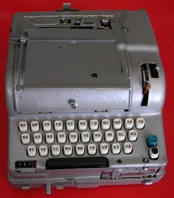 <p>sowjetische Chiffriermaschine M-125-MN (Fialka)</p> <p>alte Ausführung (doppelt belegte Tasten)</p>