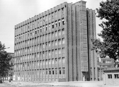 <p>Das Stabsgebäude von der Kasernenseite.</p>