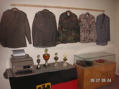 <p>Sonderausstellung Herbst 2008</p><p>Uniformteile Bundeswehr, Fernschreibmaschine Siemens T-100, Pokale der Dessauer Pioniere</p>