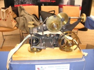 <p>Sonderausstellung Chiffriertechnik - historische Chiffriermaschine von Admiral Sir Percy Scott</p>