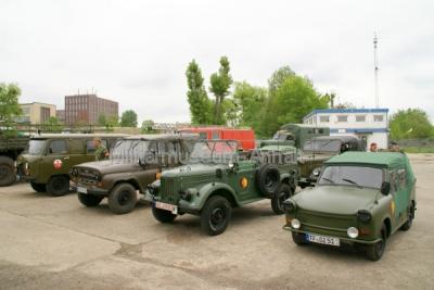 """<p>Die Fahrzeugkolonne auf dem Gelände des Technikmuseum """"Hugo Junkers"""" in Dessau.</p>"""