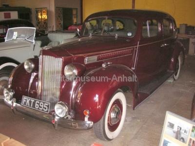 <p>Auf dem Museumsgelände ist auch eine Ausstellung historischer Fahrzeuge zu finden</p>