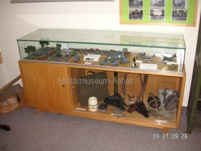 <p>Sonderausstellung Herbst 2008</p><p>Modelle Wehrmachtstechnik, Pistolen und persönliche Ausrüstung von Wehrmachtssoldaten</p>