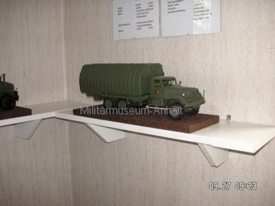 <p>Sonderausstellung Herbst 2008</p><p>Modell eines Ponton-Kfz. KRAZ</p>