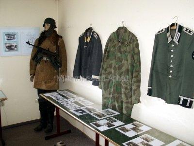 <p>Sonderausstellung Frühjahr 2007</p><p>Uniformen der Luftwaffe und Wehrmacht</p><p>Fotodokumentation Wehrmachtspioniere</p>