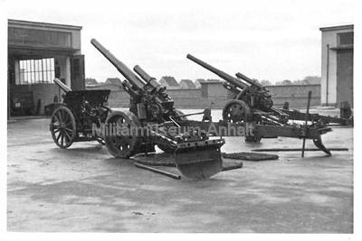 <p>schwere Feldhaubitze 15cm in der ehemaligen Encke-Kaserne (Dessau, Elballee)</p>