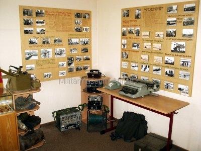 <p>Sonderausstellung Frühjahr 2007</p><p>Fotodokumentation über Höhepunkte der Gefechtsausbildung NVA-Pioniere</p><p>Feldvermittlungstechnik, persönliche Ausrüstungsgegenstände</p>