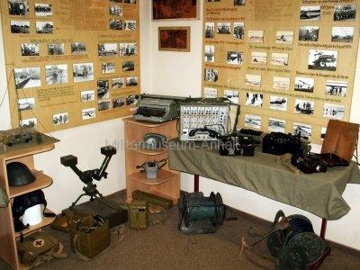 <p>Sonderausstellung Herbst 2007</p><p></p><p>Fotodokumentation über Höhepunkte der Gefechtsausbildung NVA-Pioniere</p><p>Feldvermittlungstechnik, persönliche Ausrüstungsgegenstände</p><p></p>