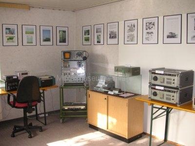 <p>Sonderausstellung Frühjahr 2008</p><p>NVA-Funkaufklärungsempfänger:</p><p>EKD-315, R-1250 mit UP3-MA, VREV, UREV</p><p>in der Vitrine: sowjet. Chiffriermaschine M-125-3MN (Fialka) mit Zubehör</p>