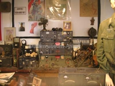 <p>National Codes Centre - Nachbildung eines deutschen Funkraumes im 2. Weltkrieg</p>