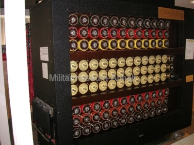 <p>National Codes Centre - Die Turing-Bombe (Vorderansicht)</p>