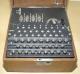 <p>Enigma - Ausführung für die Abwehr (4 Walzen und teilweise doppelt belegte Tasten für direkte Zifferneingabe)</p>